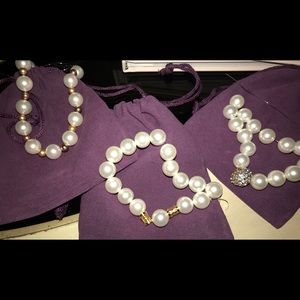 Stunning pearl set (3 strands).